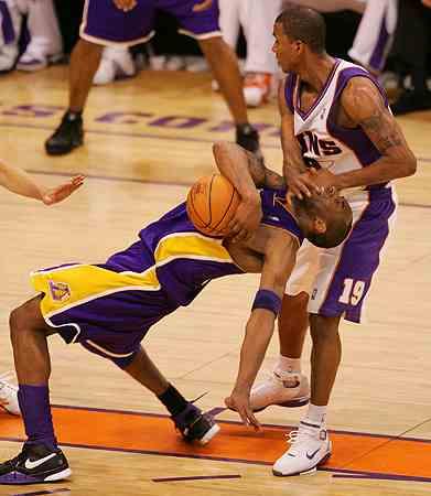 Raja Bell clotheslining Kobe Bryant